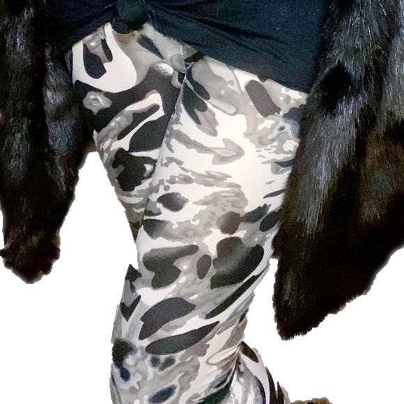 Black &  Gray Marbleized Abstract leggings